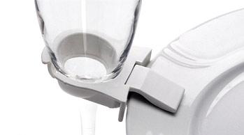 Partyclip för att enkelt hänga glas på tallriken.
